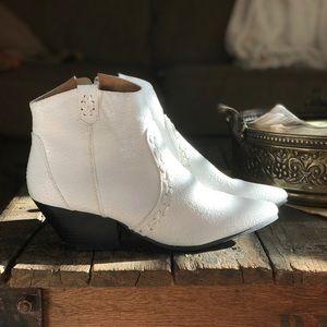 QUPID - White Cowboy Boot